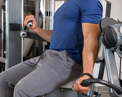 Using the unilateral arms on the SPL-0600 Biceps Curl from TRUE Fitness.